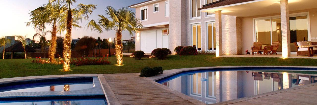 Custom Built Swimming Pools